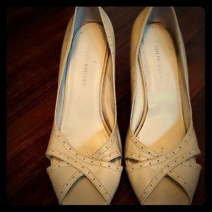 Colin stuart (VS) cream peep toe heels